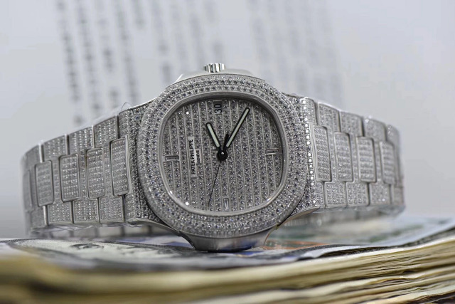 Replica Patek Philippe Nautilus Full Diamond Watch
