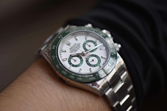 Replica Rolex 116520LV Wrist Shot