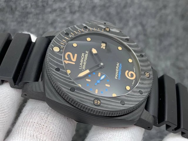 Replica Panerai Luminor Submersible CarboTech PAM 616
