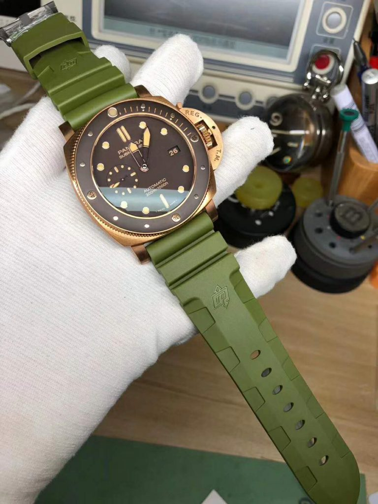 PAM 968 with Green Rubber Strap