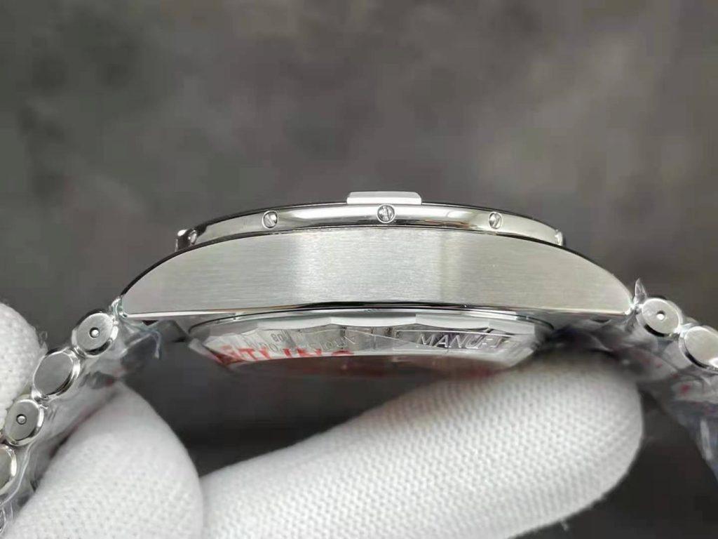 Breitling Chronomat Case